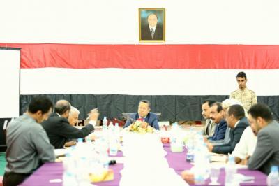 رئيس الوزراء يؤكد على تعزيز التنسيق الأمني بين المحافظات الشرقية