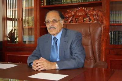 الفريق علي محسن الأحمر يهاتف محافظي صعدة وصنعاء والحديدة