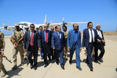رئيس الوزراء يصل أرخبيل سقطرى