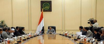 مجلس القائمين بأعمال الوزراء بصنعاء يصدر قرارات تقشفيه ويجمد إتفاقية التعاون الإقتصادي مع السعودية ( نص القرارات)