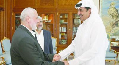أمير قطر يستقبل القياديين في حماس خالد مشعل وإسماعيل هنيه
