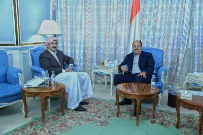 الفريق علي محسن الأحمر يلتقي أمين العاصمة ومحافظ صنعاء ( صور)