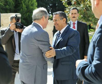 """رئيس الوزراء """" بن دغر """"  يلتقي نظيره الأردني ويبحث معه عدداً من القضايا التي تهم البلدين"""