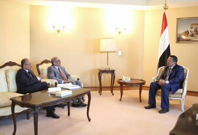 """رئيس الوزراء """" بن دغر """" يلتقي وزير المالية ويطمئن موظفي الدولة بشأن المرتبات"""