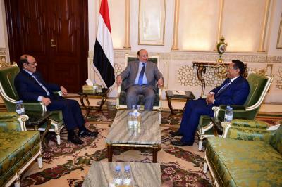 الرئيس هادي يجتمع بنائبه ورئيس الوزراء ( صوره)
