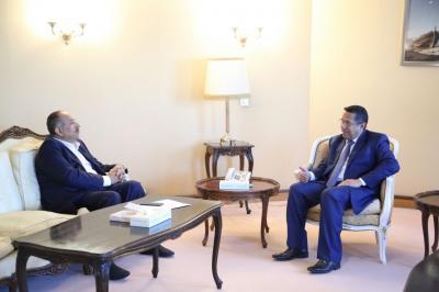 رئيس الوزراء يناقش مع محافظ تعز القضايا الاقتصادية والخدمية