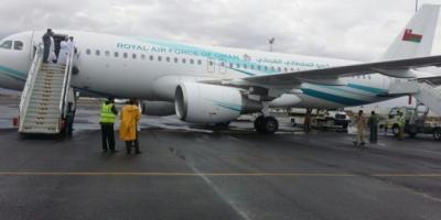 طائره عُمانيه تنقل أمريكي من صنعاء إلى مسقط كان محتجزاً لدى الحوثيين