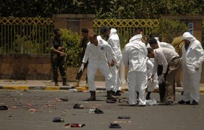 """محامي مقرب من الرئيس السابق """" صالح """" يتهم الحوثيين بالإفراج عن أحد عناصر القاعدة المتهمين بتفجيرات ميدان السبعين"""