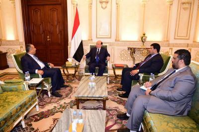 الرئيس هادي يناقش مع محافظ تعز مستجدات الاوضاع في المحافظة ( صوره)