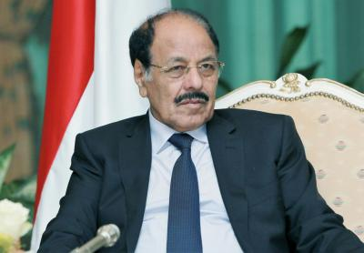 الفريق علي محسن الأحمر يهاتف محافظ الجوف عقب التطورات الأخيرة في المحافظة